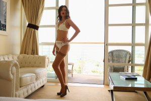 Charlaine escorts in Lansing